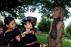 Khai trương Khu trưng bày tượng gỗ dân gian Bahnar, Jrai