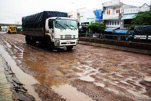 QL1A đoạn qua Bình Định chằng chịt 'ổ gà', 'ổ voi'... vào đầu mùa mưa