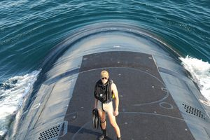 Đặt chân lên tàu ngầm hạt nhân mới nhất của Hải quân Mỹ