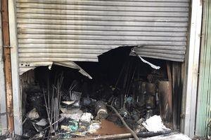 Hà Nội: Hỏa hoạn thiêu rụi cả loạt ki ốt lúc rạng sáng