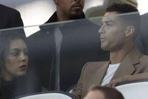 Án hãm hiếp 'treo trên đầu', Ronaldo sắp tàn sự nghiệp