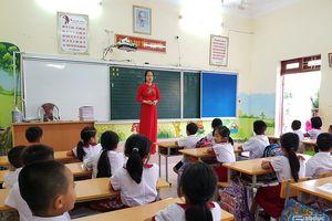 Cô giáo trẻ dạy tiếng Anh bằng trải nghiệm sáng tạo