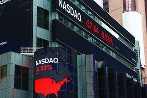 Chứng khoán Mỹ sụt sâu nhất 3 tháng bất chấp tin kinh tế Mỹ tích cực