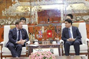 Chủ tịch Hà Nội làm việc với Đặc phái viên về thương mại của Thủ tướng Anh