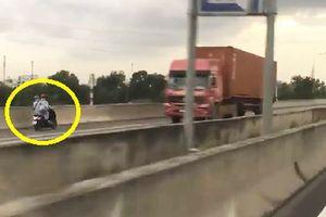 Clip: Hai phụ nữ phóng xe ngược chiều trên cao tốc Long Thành - Dầu Giây
