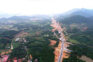 Cận cảnh đường hơn 2.700 tỷ Hà Nội-Hòa Bình chuẩn bị khánh thành