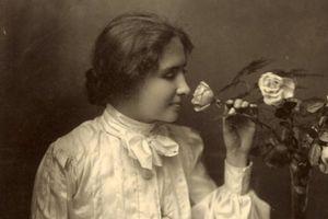 Huyền thoại về nữ nhà văn khiếm thị, khiếm thính Helen Keller