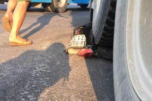 Thiếu nữ tử vong thương tâm sau va chạm xe tải ở vòng xuyến