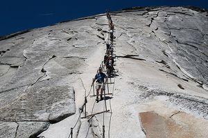 Những cầu thang nguy hiểm nhất thế giới nhưng hút khách du lịch