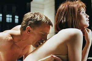 Nàng Bond Girl bốc lửa quyết viết lại số phận trong Quantum of Solace