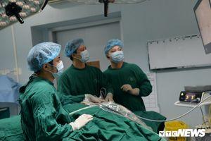 Gặp bác sĩ người Việt đầu tiên thực hiện kỹ thuật mổ mới, cả thế giới chưa ai làm được