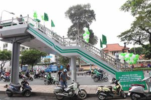 TP Hồ Chí Minh: Tô điểm cầu vượt bộ hành làm đẹp không gian đô thị
