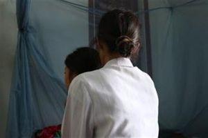 Bé thiểu năng nghi bị hàng xóm hãm hại: Vợ xin tha
