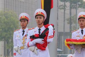 Lễ treo cờ rủ Quốc tang nguyên Tổng Bí thư Đỗ Mười