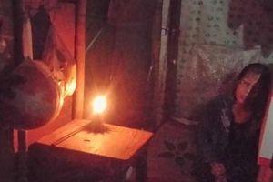 Điện lực TT-Huế lên tiếng việc người phụ nữ 5 năm leo lét đèn dầu
