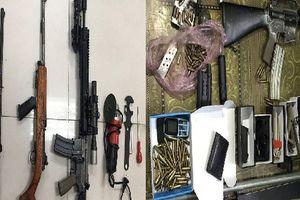 Choáng với 'kho' vũ khí AK 47, AR 15 của 2 'lái súng' Quảng Ninh, Bắc Ninh