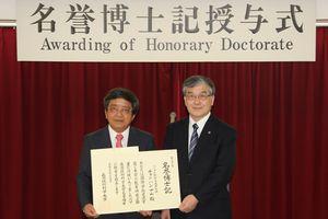 Trao bằng Tiến sĩ Danh dự cho GS.TS Trần Văn Nam