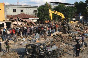 Động đất - sóng thần ở Indonesia: Nước mắt và hy vọng từ trong đống đổ nát