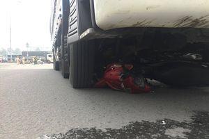 Hai mẹ con tử vong thương tâm dưới gầm xe tải