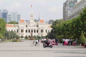 Q.1 xử lý tình trạng bán hàng rong ở Phố đi bộ Nguyễn Huệ