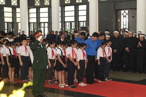 Tuổi trẻ Việt Nam viếng nguyên Tổng Bí thư Đỗ Mười