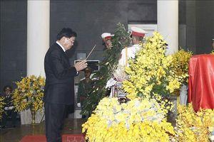 Thủ tướng Lào đến viếng nguyên Tổng Bí thư Đỗ Mười tại Hà Nội