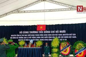 Hàng ngàn người dân viếng cố Tổng Bí thư Đỗ Mười tại quê nhà