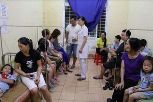 Hàng trăm học sinh tiểu học ở Ninh Bình nhập viện nghi ngộ độc