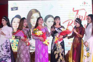 Ca sĩ chuyển giới Cát Tuyền chung tay làm việc thiện cùng Gánh hát lô tô Hương Nam