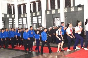 Tuổi trẻ Thủ đô viếng nguyên Tổng Bí thư Đỗ Mười