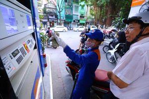 Giá xăng tăng gần 700 đồng, mạnh nhất từ đầu năm đến nay