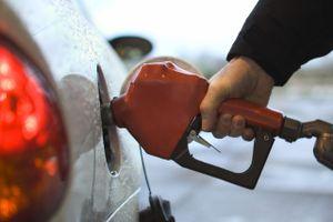 Giá xăng tăng tiếp 577-675 đồng/lít
