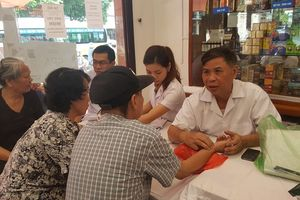 BẢN TIN MẶT TRẬN: Hơn 600 người cao tuổi TP Nam Định được khám bệnh, tư vấn sức khỏe, cấp thuốc miễn phí