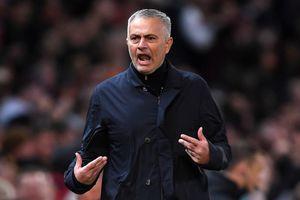 HLV Mourinho nói gì với cầu thủ MU ở giờ nghỉ giữa hiệp?