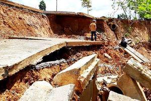 Vụ đường Bờ Y hỏng nặng do…mưa: Lại xin thêm 5 tỉ đồng