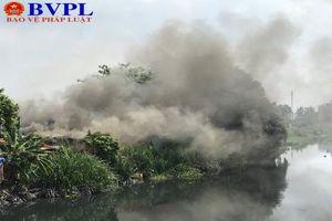 Cháy cơ sở thu mua phế liệu, nhiều tài sản bị thiêu rụi hoàn toàn
