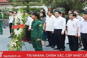 Phó Thủ tướng Vương Đình Huệ dâng hương tại Khu di tích Ngã ba Đồng Lộc