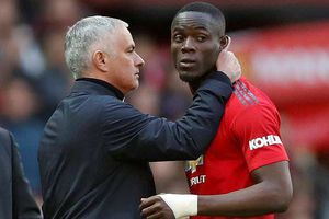 Mourinho chửi thề sau màn lội ngược dòng trước Newcastle
