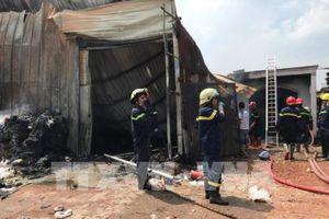 Cháy rụi cơ sở thu mua phế liệu tại T.p Hồ Chí Minh