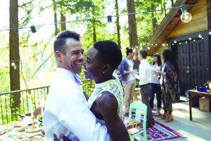 Vỡ mộng với cuộc tình đa sắc tộc