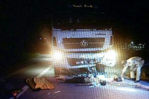 Xe máy đấu đầu ô tô tải, 2 người tử vong tại chỗ