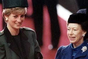 Không phải bà Camilla, đây mới chính là thành viên Hoàng gia chán ghét Công nương Diana ra mặt, đến dự lễ tang cháu dâu cũng không thèm cúi đầu