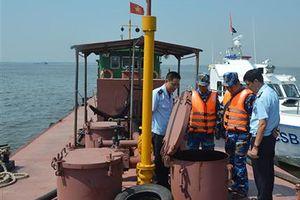 Cảnh sát biển phát hiện tàu chở khoảng 100.000 lít dầu không chứng từ