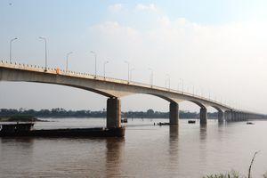 'Dải lụa' bắc qua sông Hồng trước ngày thông xe chính thức