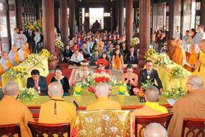 Giới trẻ Việt 'theo nhau' cưới Hằng Thuận tại chùa