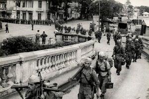 Ảnh độc: Giây phút chuyển giao quyền lực ở HN ngày 10/10/1954