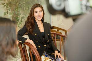 Minh Tú: Hoa hậu đâu chỉ mềm mỏng, 'bánh bèo'