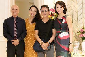 Nhạc sĩ Đức Huy đưa vợ xinh đẹp kém 44 tuổi đi dự event
