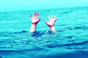 Thương tâm 2 anh em sinh đôi chết đuối tại hồ thủy lợi