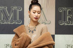 Dương Thùy Linh mặc áo choàng lông thú dày bịch giữa ngày nóng